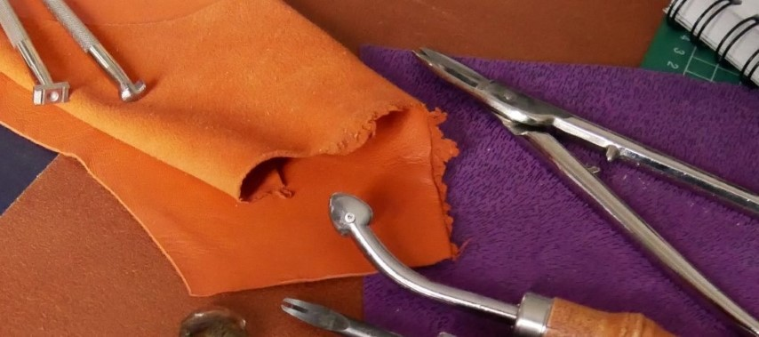le cuir et des outils